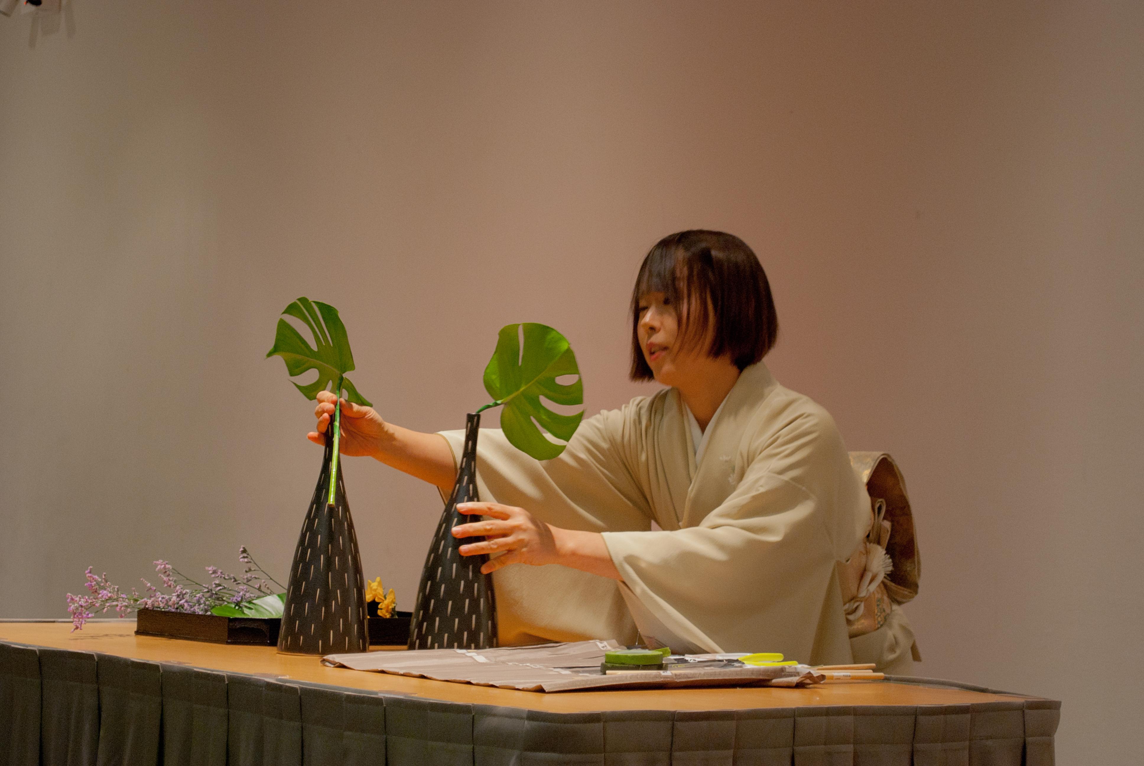Ikebana demonstration professors kurashige komiya and - Chicago flower and garden show 2017 ...